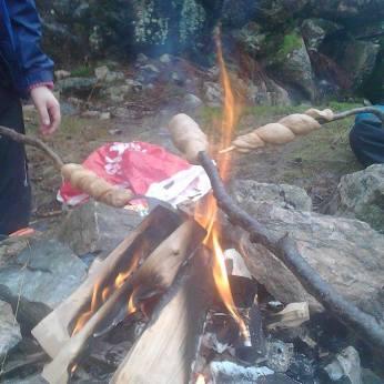 Prøver pinnebrød for første gang jeg kan huske #speidertroppgoals